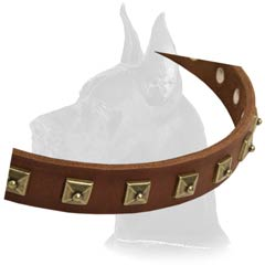 Collar made of soft leather