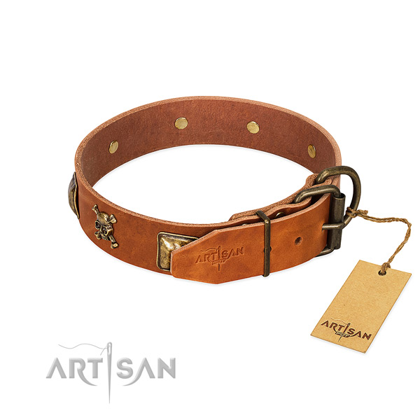 Stylish design natural leather dog collar with corrosion proof decorations