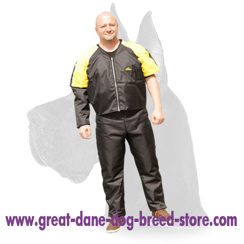 Reliable scratch jacket for protection while heavy-duty training